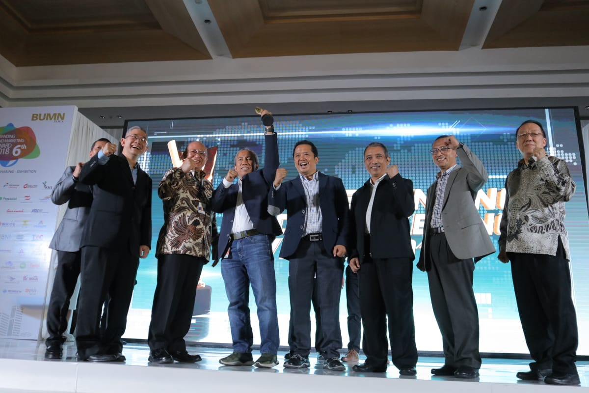 Pindad Raih Tiga Penghargaan Di BUMN Branding & Marketing Award 2018
